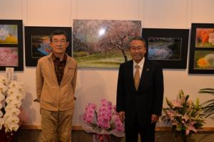展示作家(吉川和利さん)との記念撮影