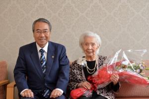 20170712(100歳祝い)鳥居澄江さん (640x427)