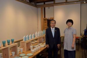 『20170808 砂山ちひろ氏「陶磁器展」展示記念撮影』の画像