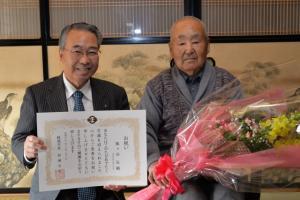 100歳祝い飯ケ谷さん (640x427).jpg