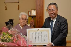 『100歳祝い飯塚さん (640x427).jpg』の画像