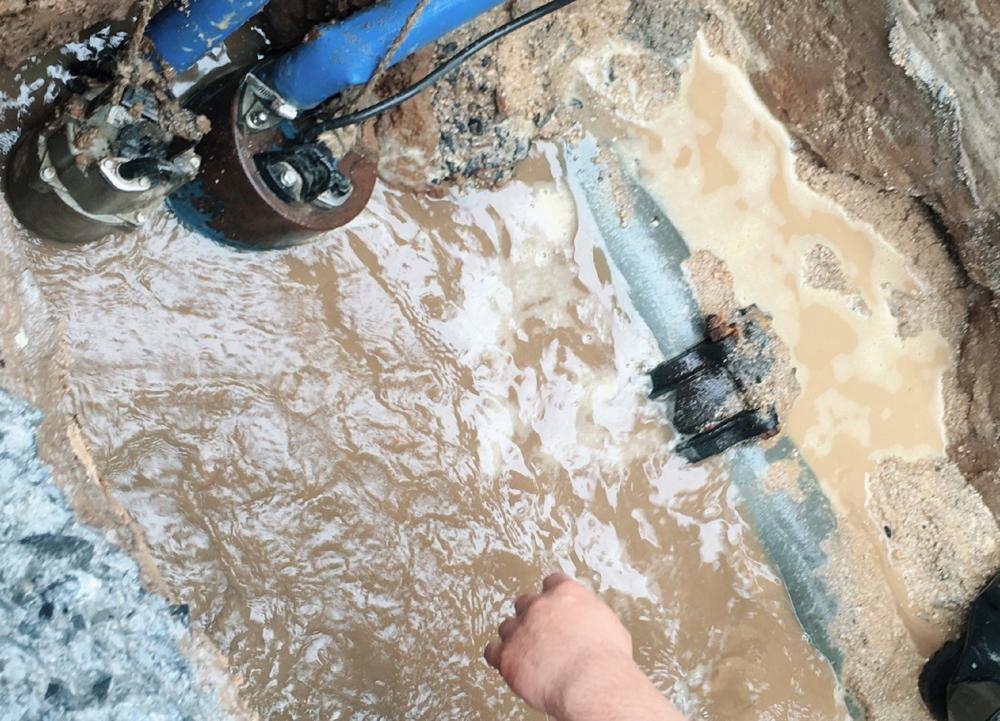 市内配水管漏水修理工事